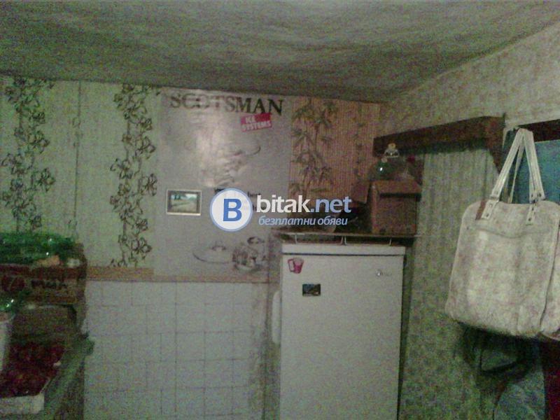 Продава къща с.Ваклино с гараж, голям двор 23340 евро