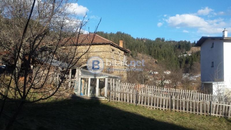 Продажба на къща в Момчиловци