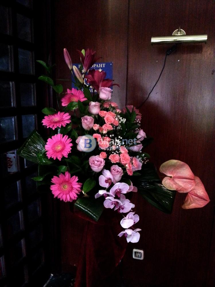 Цветята за Вашата сватба, арки, стойки, цветен декор