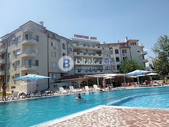 Двустаен апартамент във ваканционен комплекс на 350 м. от плажа!