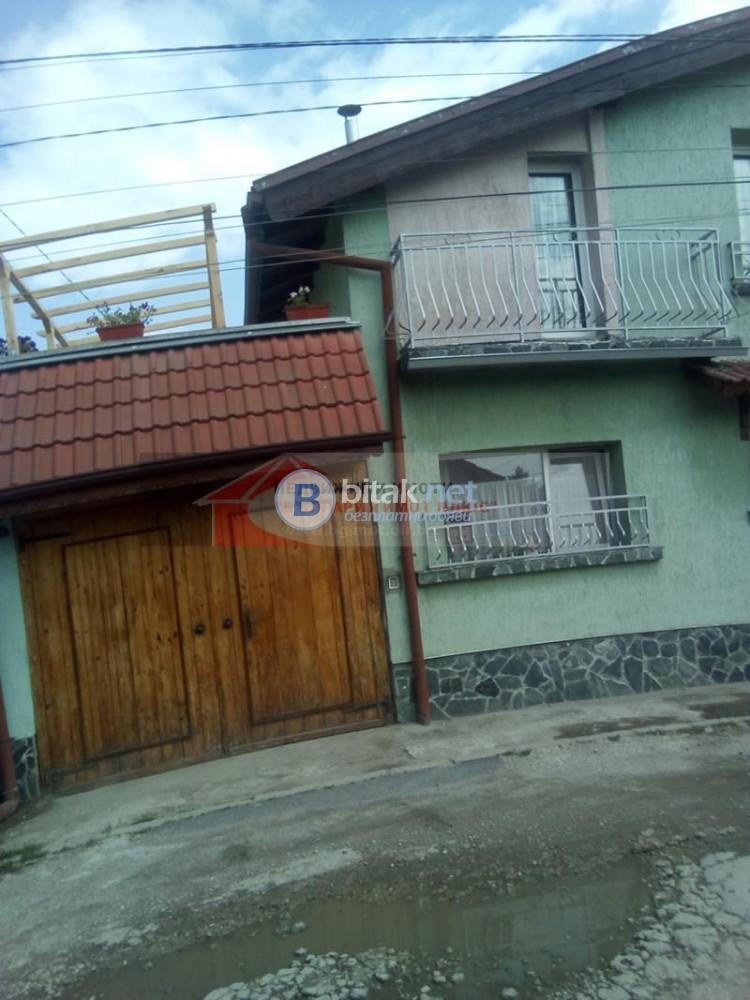 Продава двуетажна къща Враждебна в отлично ссъстоя и озелен двор 130 000 евро