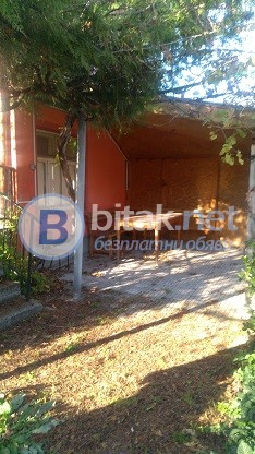 Масивна двуетажна къща в село,близко до гр. Хасково