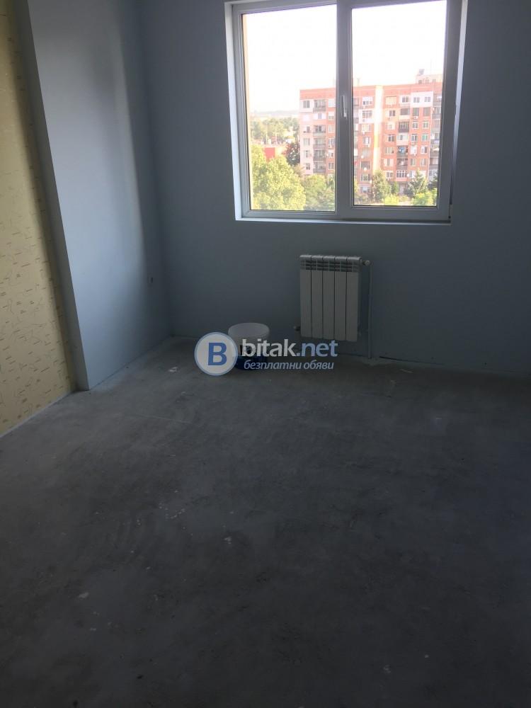 Тристаен Апартамент Зад Мол Галерия Нова Кооперация