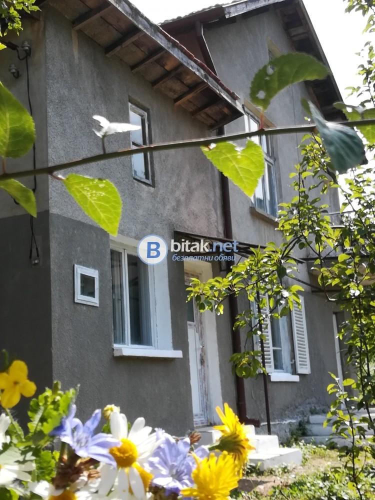 Kъща до София-25км. готова за живеене