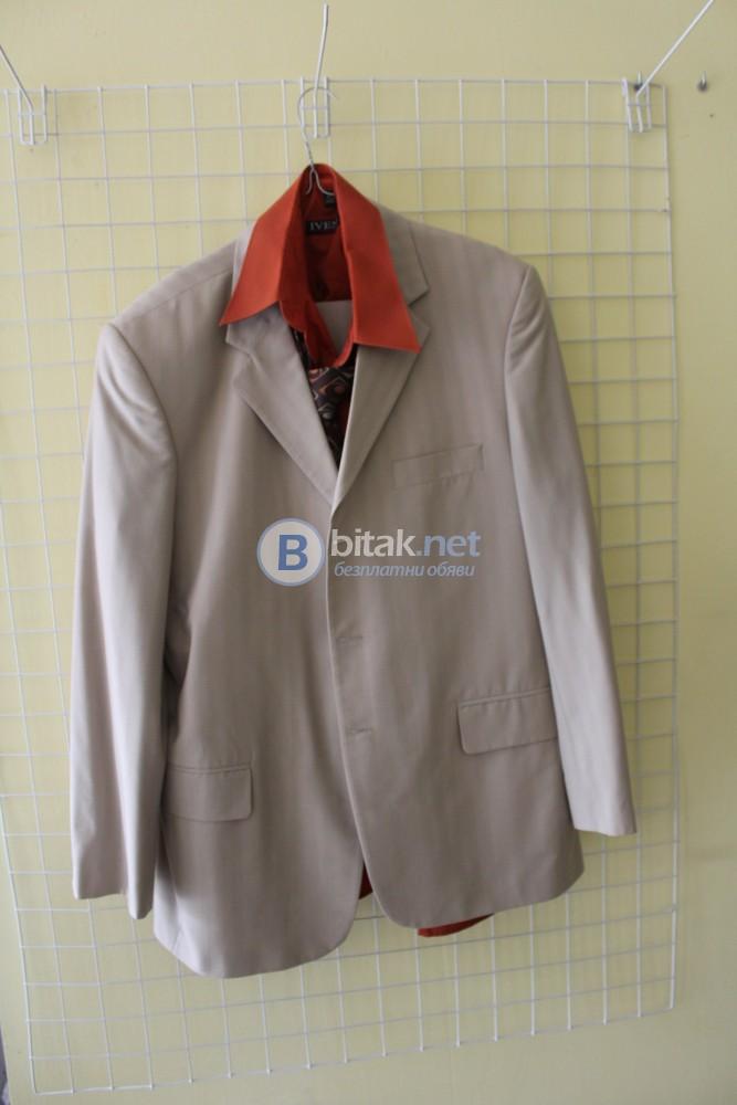 Продавам мъжки костюм