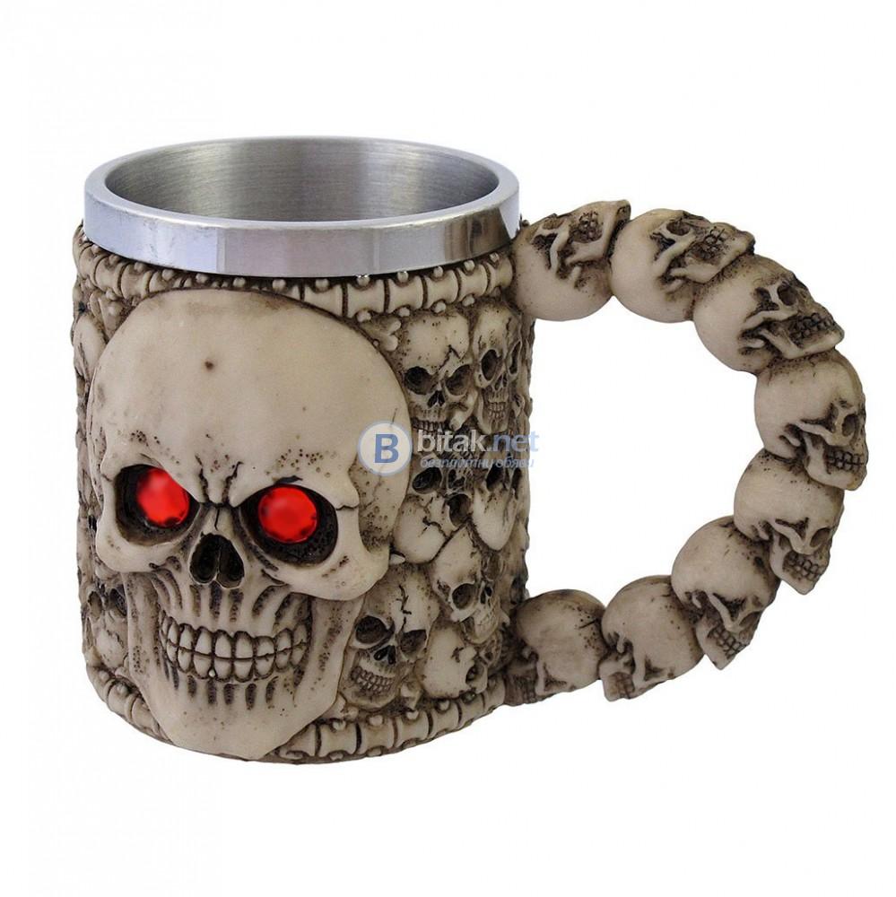 Масивна 3D чаша череп с червени очи нестандартна чаша за подарък