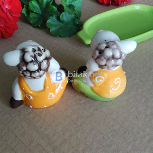 Комплект солнички Агънца керамични солница и пиперница с поставка