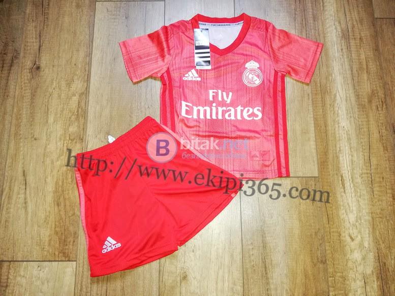 Реал Мадрид детски футболен екип Adidas нов сезон 2018/2019