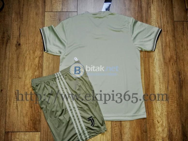 Ювентус детски футболен екип от две части сив