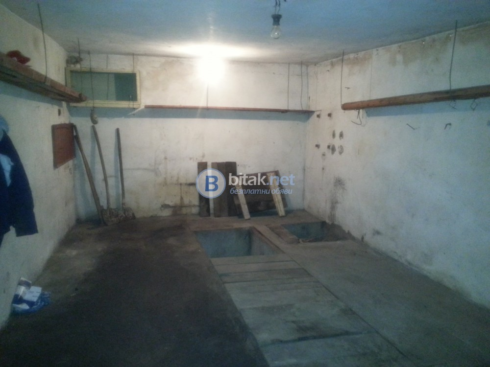 Продавам гараж