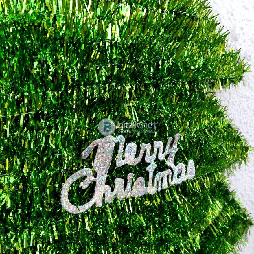 Голяма и обемна коледна елха от гирлянд с надпис Merry Christmas 55см