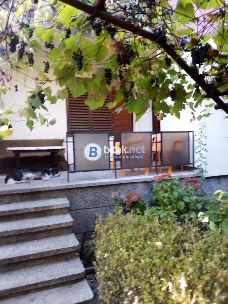 Под наем къща Бояна обзаведена двуетажна добра локация 500евро
