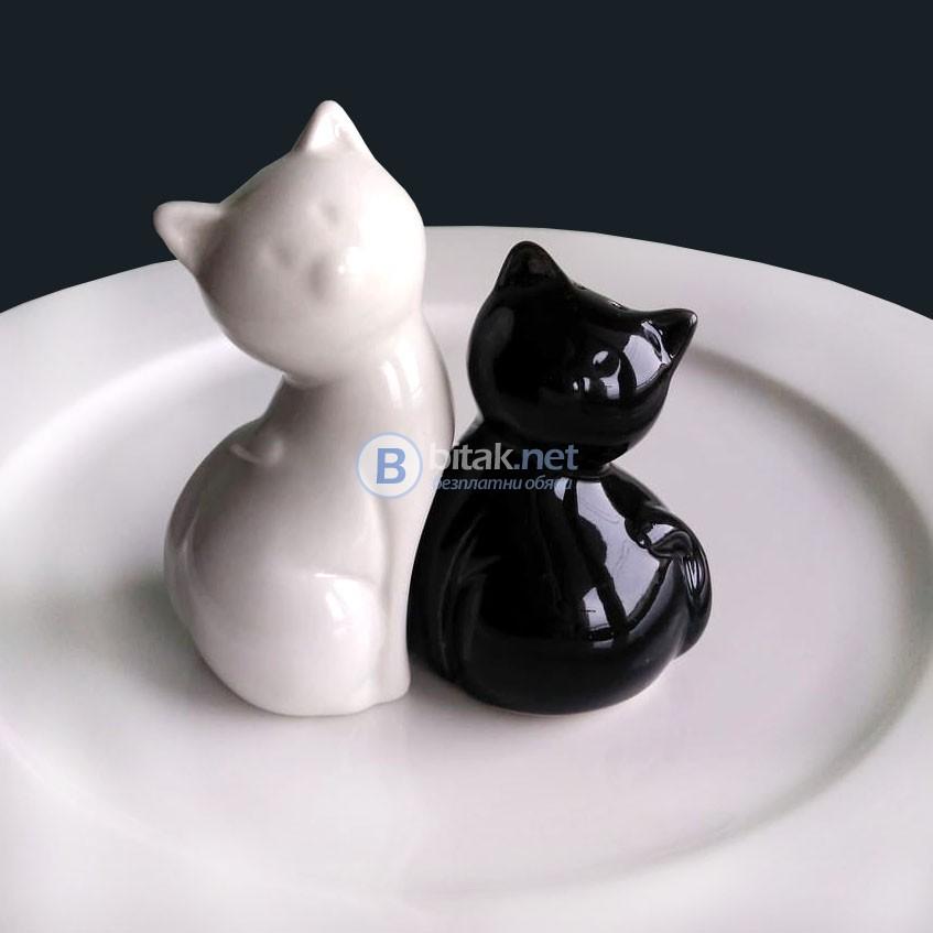 Комплект керамични солнички Котки солница и пиперница в бяло и черно