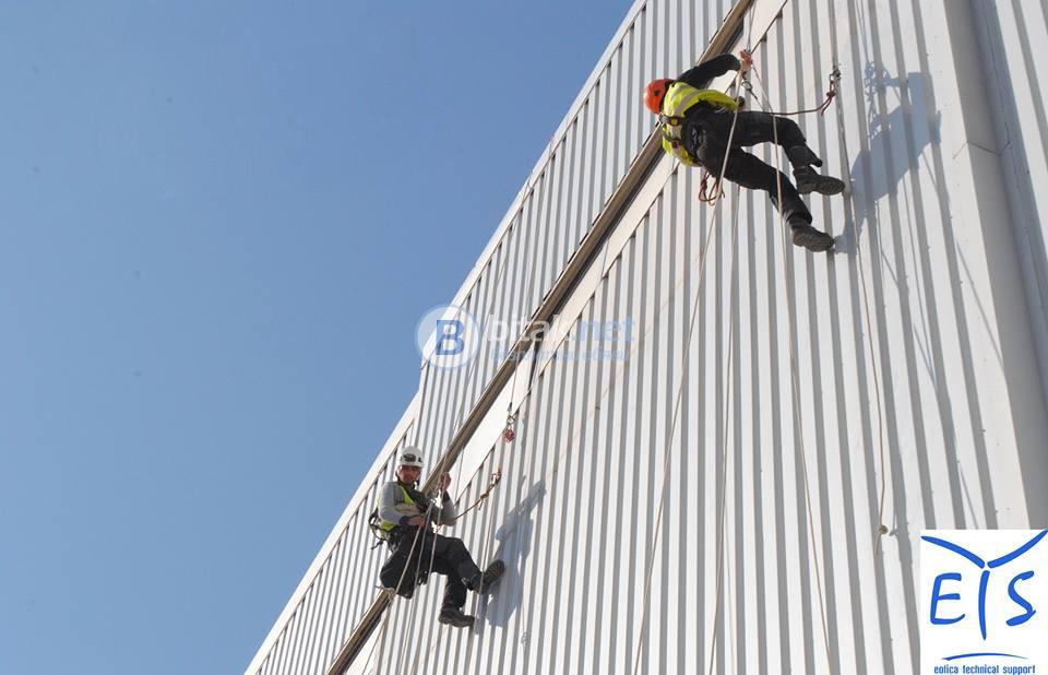 Алпинисти. Алпинистки услуги. Оборудване за работа на височина.