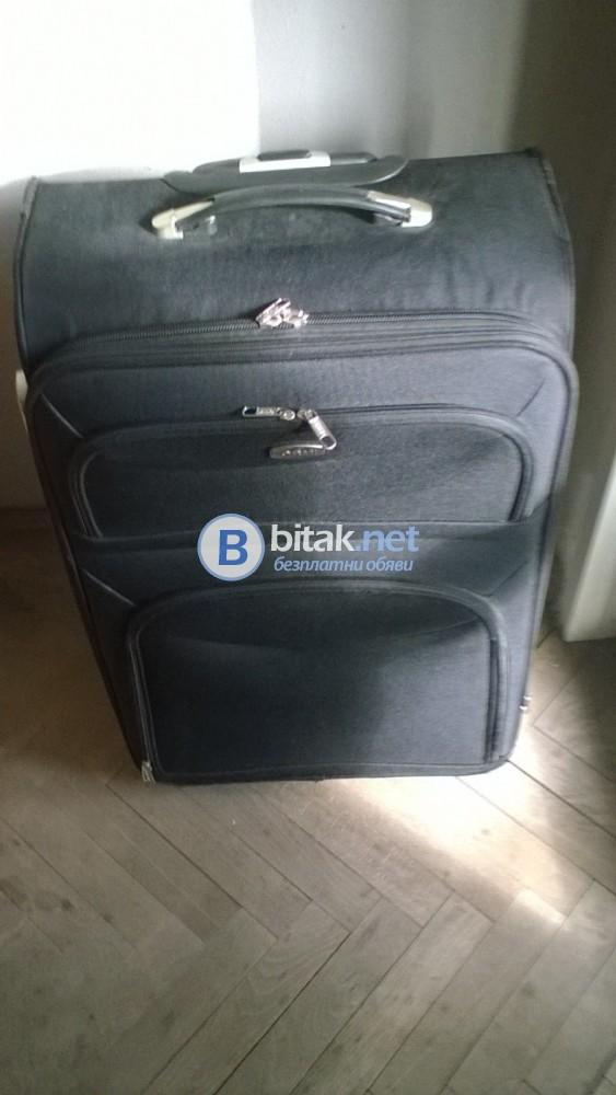 Продавам голям куфар на колелца