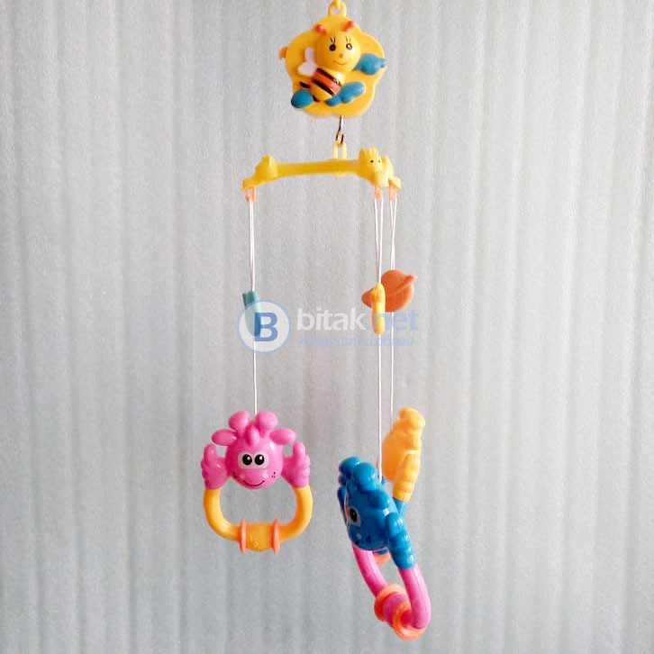 Музикална въртележка за бебешко креватче Жирафчета дрънкалки за бебе