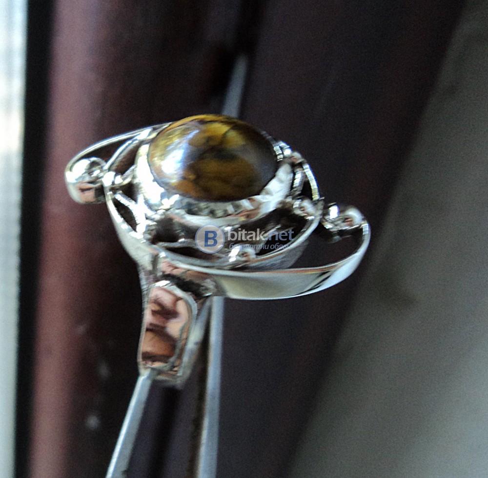 модел 468 Изключително модерна и ефектна визия.    Дамски пръстен,с инкруст