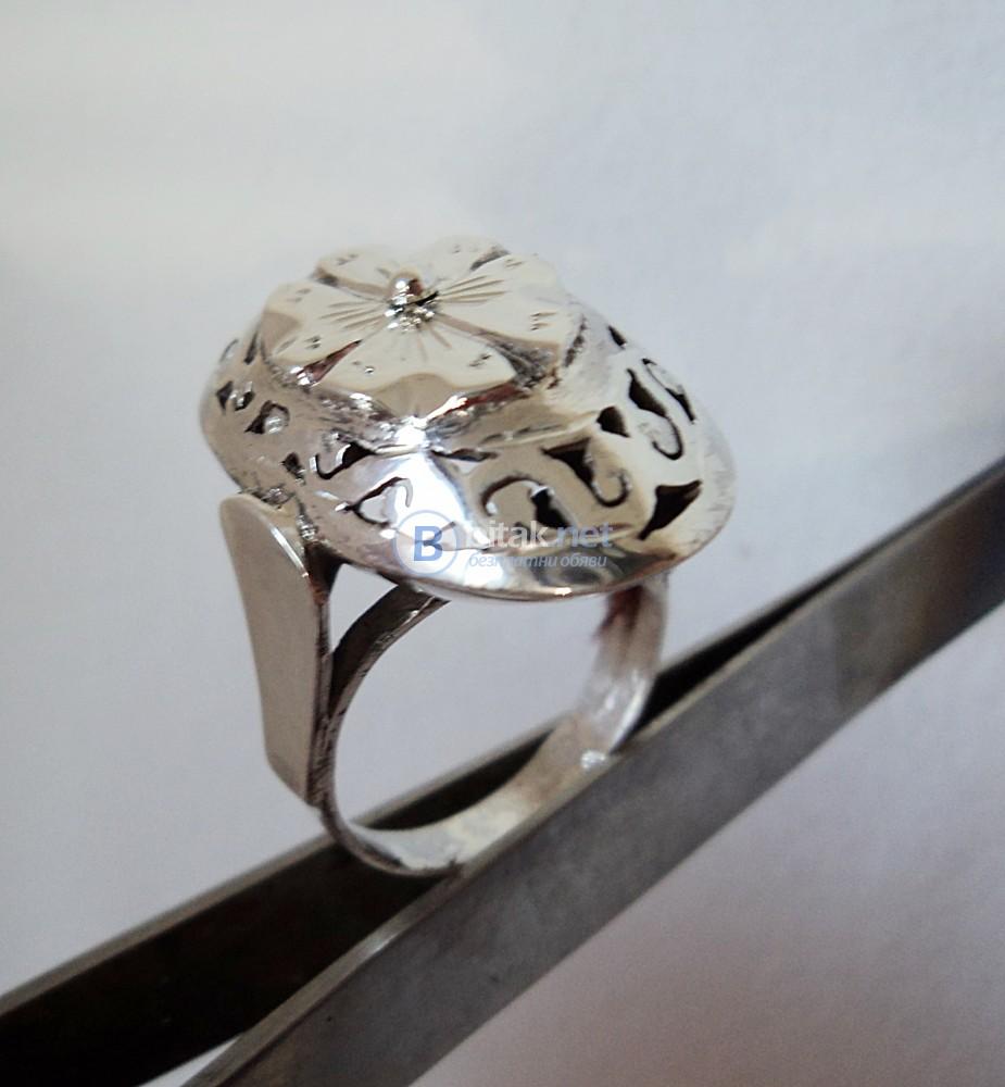 модел 455  Изработен от масивно сребро  Изключително модерна и ефектна визия.