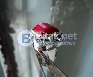 модел 437   Изработен от масивно сребро  Дамси пръстен  с червен корал