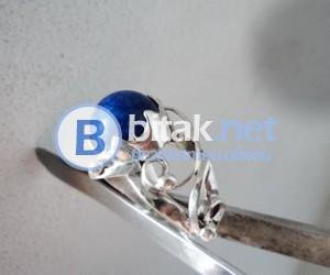 модел 428   Изработен от масивно сребро  Дамски пръстен,с инкрустиран 1 камъка лапис лазурит