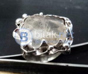 модел 411 Изработен от масивно сребро Дамски пръстен,с апликация инкрустиран 1  камък топаз